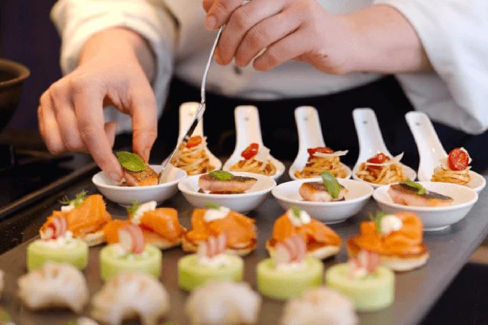 Tips para contratar un catering para fiestas sorpresas