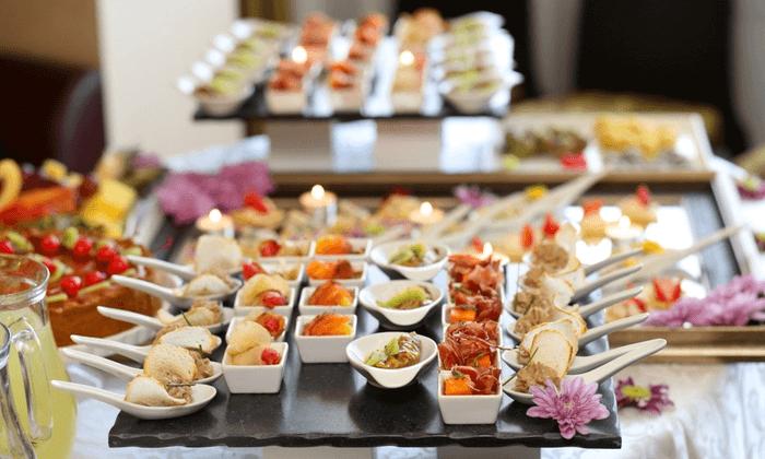 Cómo contratar un catering económico